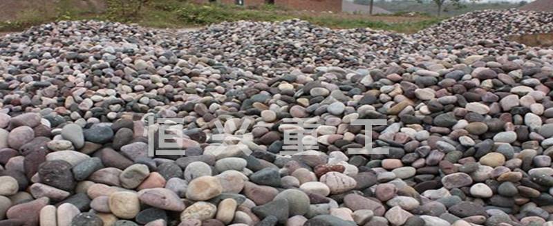 遍地的鹅卵石用新利官网登录打成沙就变成了抢手货
